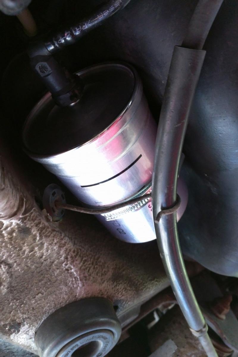 benzinfilter-leitung-befestigen